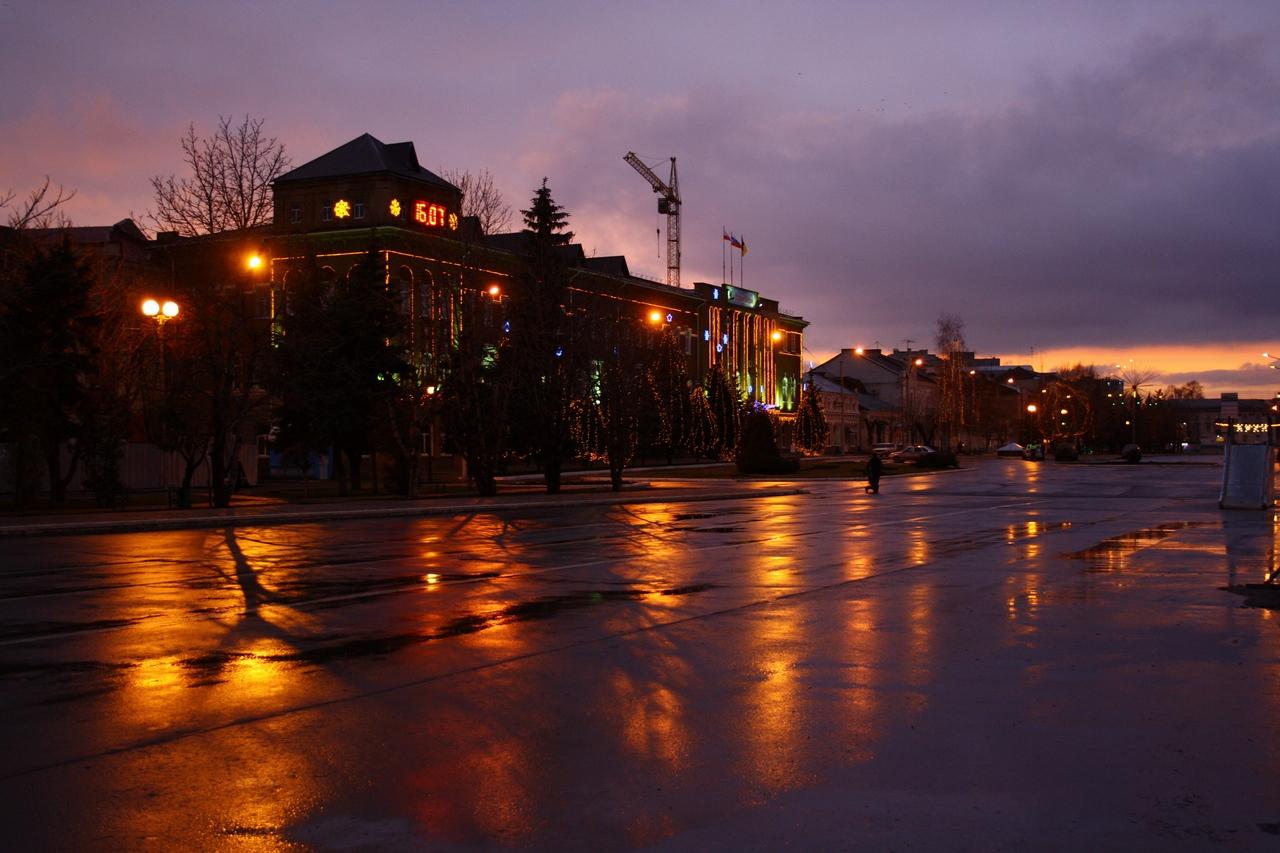 Engels City at Night. Photograf - Roman Tumanov