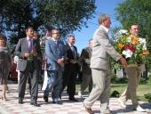 Возложение цветов к памятнику российским немцам, жертвам репрессий.